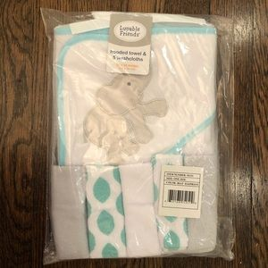 NWT 1 hooded elephant towel & 5 washcloths